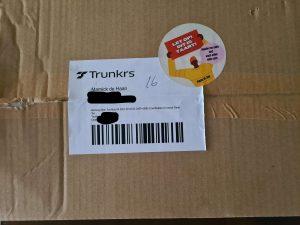 Verzenddoos van Piece of Joy met sticker.